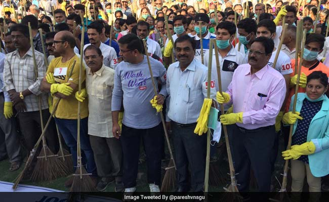 Over 2,000 Surat Residents Sweep Their Way To A New World Record