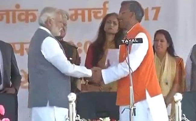 उत्तराखंड के CM त्रिवेंद्र सिंह रावत ने PM मोदी की तुलना आंबेडकर से की, विपक्षी दलों ने यूं जताया विरोध
