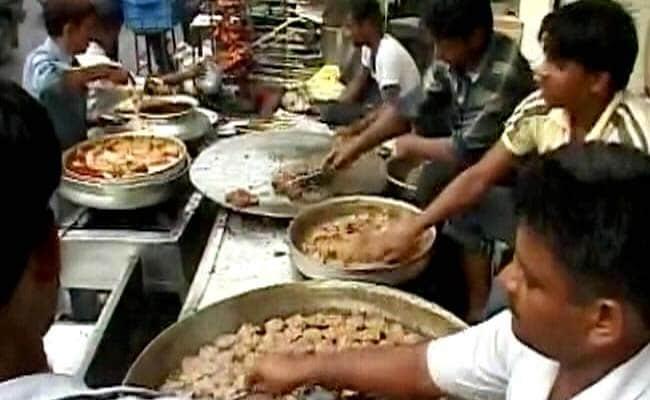 लखनऊ के मशहूर टुंडे कबाब पर भी पड़ा योगी आदित्यनाथ का असर, 100 साल में पहली बार बंद रही दुकान