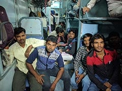 UP Election 2017: On Train From Mumbai, Young Men Who Didn't Find Jobs In State Return To Vote