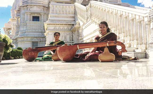 Sing Along To The Veena Cover Of 'Moh Moh Ke Dhaage' By These Two Sisters