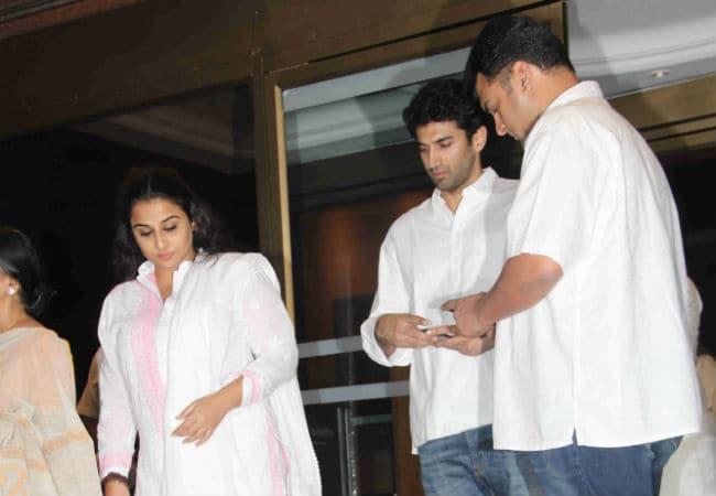 Image result for vidya balan at aishwarya rai during her fathers prayer meet