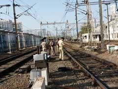मुंबई : पटरियों पर पत्थर मिलने की घटनाओं पर रेलवे सतर्क, निगरानी बढ़ाई गई