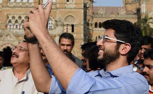 aditya thackeray selfie pti