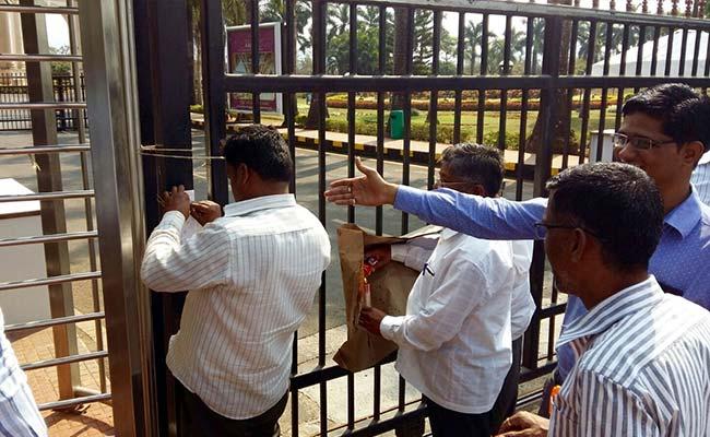 सुब्रत रॉय को सुप्रीम कोर्ट से बड़ा झटका, एम्बी वैली की नीलामी के आदेश जारी, जानें क्या है मामला