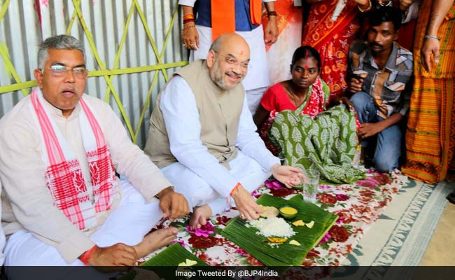 amit shah having lunch on banana leaves
