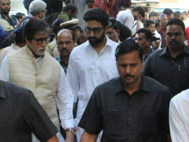 Vinod Khanna's Funeral Attended By Amitabh Bachchan, Rishi Kapoor