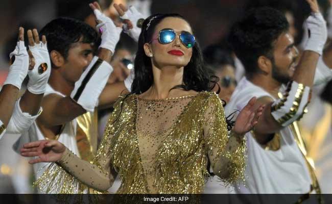 IPL Opening Ceremony : 'काला चश्मा' गीत पर एमी जैक्सन का डांस देख झूमे दर्शक, गूंज उठा स्टेडियम