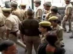 प्रशासन की रोकने की लाख कोशिशों के बावजूद 'लाट साहब' की जूतों से हुई जमकर पिटाई