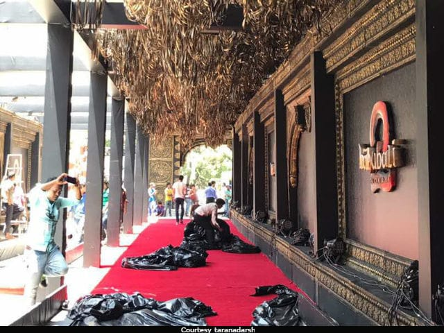After Vinod Khanna's Death, Baahubali Premiere Cancelled In Mumbai. Pics Of Sets Being Taken Down