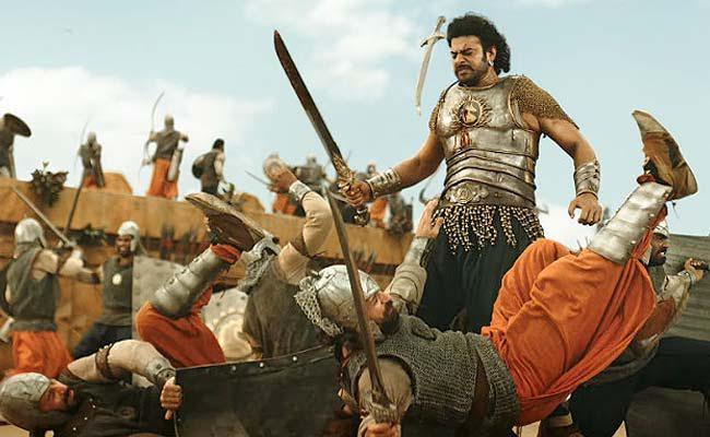 Bahubali 2 : बेंगलुरू के थिएटर में फिल्म शुरू होते अचानक दर्शकों के सामने आ गया क्लाइमेक्स
