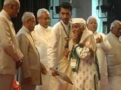 एक तरफ गांधी, दूसरी तरफ गोडसे पर माल्यार्पण का आडम्बर नहीं चलेगा : लालू यादव ने किया बीजेपी पर हमला