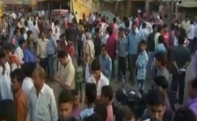 बिहार के सासाराम में जेडीयू नेता ने की अंधाधुंध फायरिंग, एक बच्ची की मौत| पार्टी ने किया निलंबित