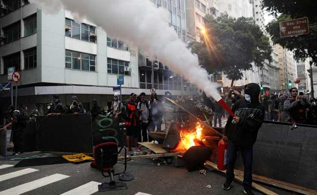 ब्राजील में प्रदर्शनकारियों ने न्याय मंत्रालय पर कब्जा किया