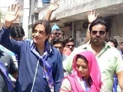 MCD चुनाव प्रचार में उतरे सितारे, चंद्रचूड़ सिंह ने बसपा उम्मीदवार के लिए किया पैदल मार्च