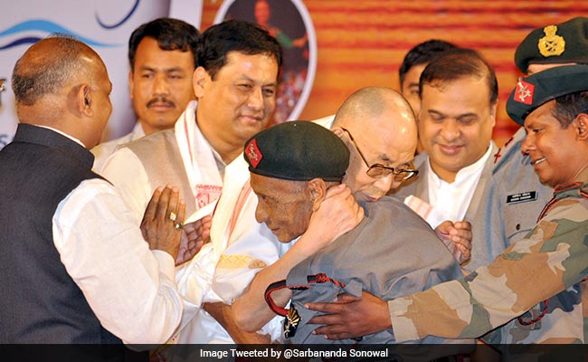 इस शख्स से मिलते ही फूट-फूटकर रोने लगे दलाई लामा, 58 साल पुरानी बात सुनकर सिहर जाते हैं धर्मगुरु