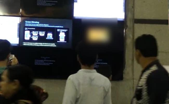 दिल्ली के राजीव चौक मेट्रो स्टेशन पर विज्ञापन स्क्रीन पर चली पोर्न क्लिप, वीडियो वायरल