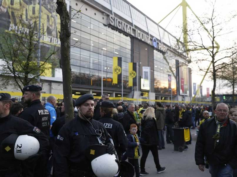 Explosion Near Borussia Dortmund Team Bus, 1 Injured: Police