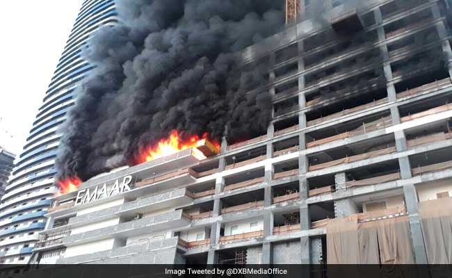 Fire erupts in residential complex near dubai 39 s burj khalifa for Dubai hotels near burj khalifa