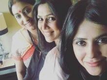 <i>Kahaani</i> Reunion <i>Ki</i>: Smriti Irani, Sakshi Tanwar Took A Selfie With Ekta Kapoor