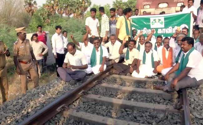 farmers protest train tracks