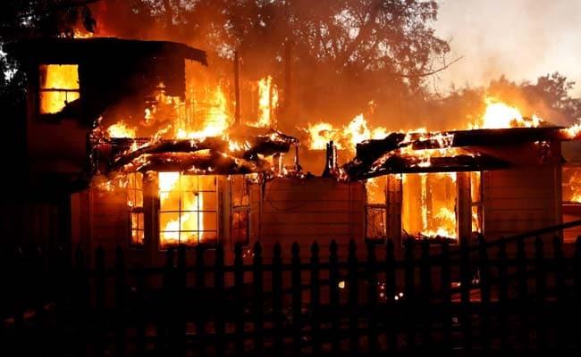 श्रीलंका : कोलंबो में एक कचरे के बड़े ढेर में आग लगने से 10 लोगों की मौत