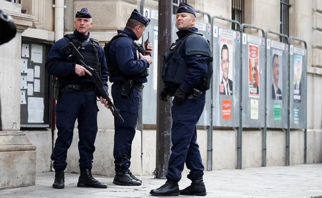 French Elections: Suspected Vehicle Found At Polling Booth, Evacuation Takes Place