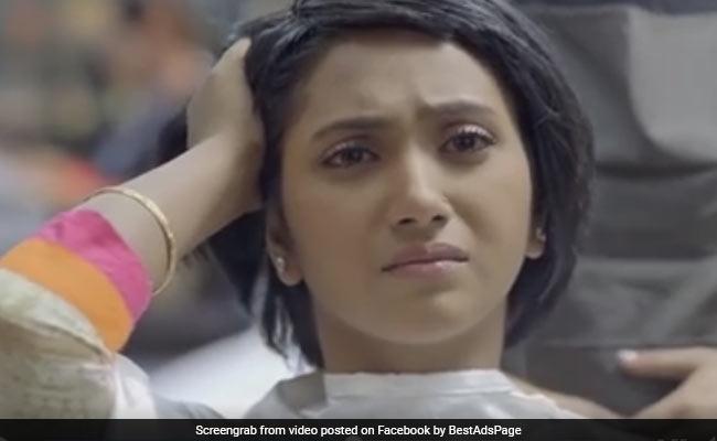 तीन दिन में 53 लाख बार देखा गया लड़की के बाल काटने वाला यह वीडियो, भावुक हो जाएंगे आप