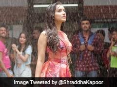 'हाफ गर्लफ्रेंड' का पहला गाना 'बारिश' हुआ रिलीज, फिर बारिश में भीगीं श्रद्धा कपूर