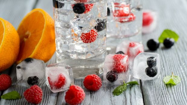 From Treating Sunburns To Acne, 5 Ways To Use Ice Cube For Summer Skin Care