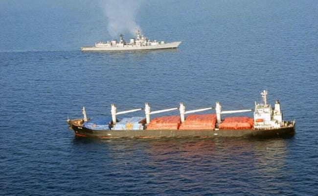 समुद्री डाकुओं से कार्गो शिप को बचाने में भारतीय नौसेना की भूमिका को 'गोल' कर गया चीन