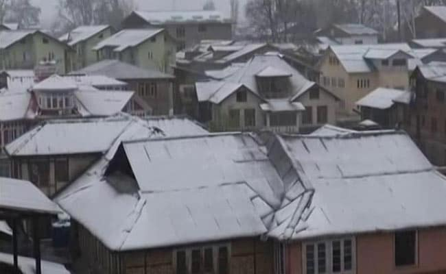 Schools, Colleges Close, Highway Blocked After Rare April Snowfall In Jammu And Kashmir