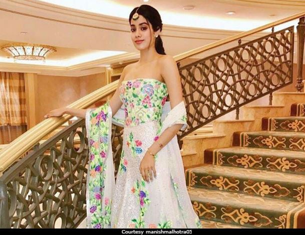 10 Times Trend-Setter Jhanvi Kapoor Made The Fashion Meter Crash