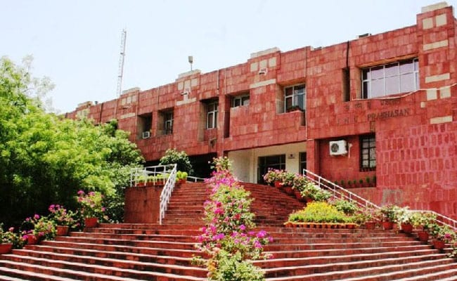 UGC Gazette: JNUSU Protests Against Admission Norms Outside HRD Ministry
