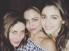 Kareena Kapoor And Alia Bhatt's Saturday Night Was All About <I>Gupshup</i> And Selfies