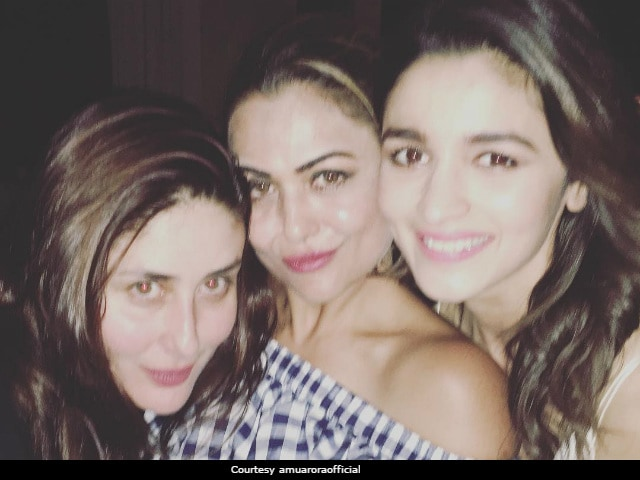 Kareena Kapoor And Alia Bhatt's Saturday Night Was All About Gupshup And Selfies