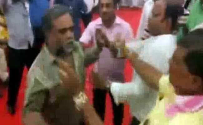 karnataka rival group clashes