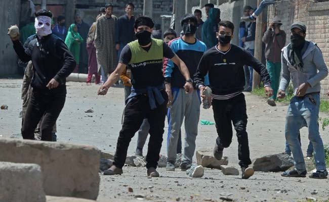 By-Polls In Kashmir's Anantnag Pushed Back To May 25 After Violence, Low Turnout In Srinagar