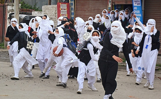 Kashmirs New Face Of Protests Teen Schoolgirls On The Streets-3954