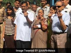 MCD Elections 2017: First-Time Voter, Arvind Kejriwal's Daughter Gets 'Inked' In Civil Lines
