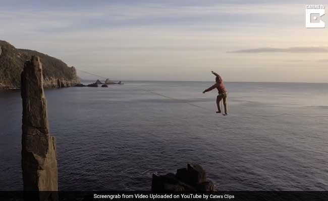 देखें: समुद्र के हजारों फीट ऊपर, पतली सी रस्सी पर दौड़ता भागता एक आदमी...