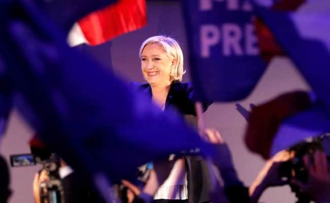 In Paris Le Pen draws mix of selfies, scorn at iconic market