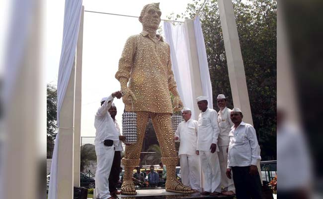 Mumbai Pays Tribute To Dabbawalas With A Glittering Statue
