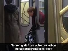 वीडियो : न्यूयॉर्क में महिला का आधा शरीर ट्रेन से बाहर, मदद के लिए कोई आगे नहीं आया
