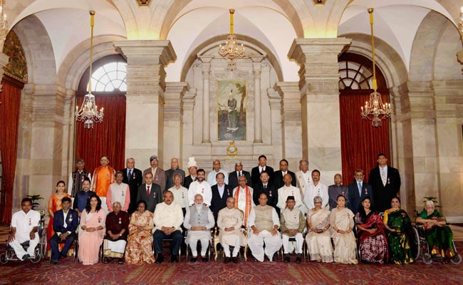 President Pranab Mukherjee Presents Padma Awards To Cho Ramaswamy, Kailash Kher