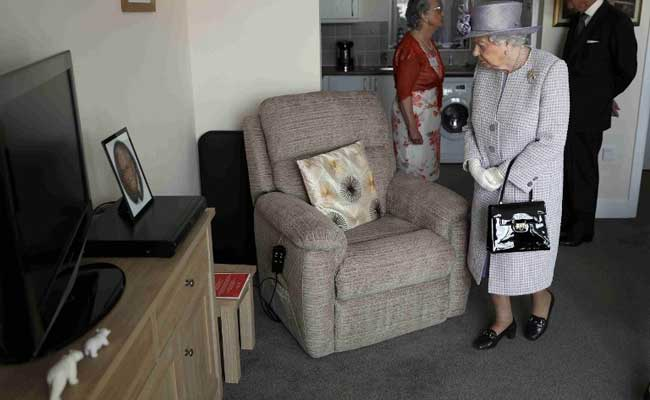 British Queen Employs 'Footwoman' To Break In Her New Shoes