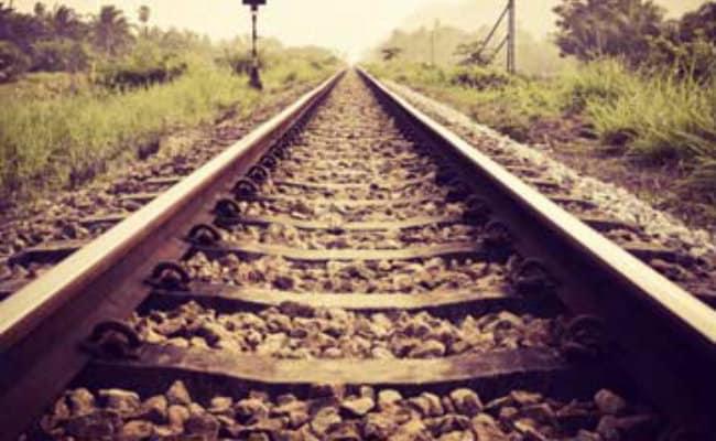 बिहार जाने वाली गरीबरथ एक्सप्रेस को गलती से अलीगढ़ की ओर भेजा,  सहायक स्टेशन प्रबंधक निलंबित