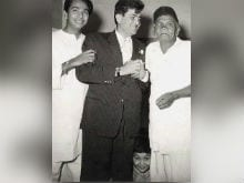 Rishi Kapoor <I>Ko Dhoondte Reh Jaoge</i> In Old Pic Of Father Raj Kapoor