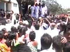 तमिलनाडु के मंत्री पर छापे के बाद टैक्स अधिकारियों का आरोप : आरके नगर के वोटरों को बांटे गए 80 करोड़ रुपये