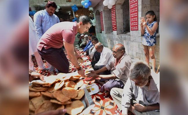 robert vadra delhi temple